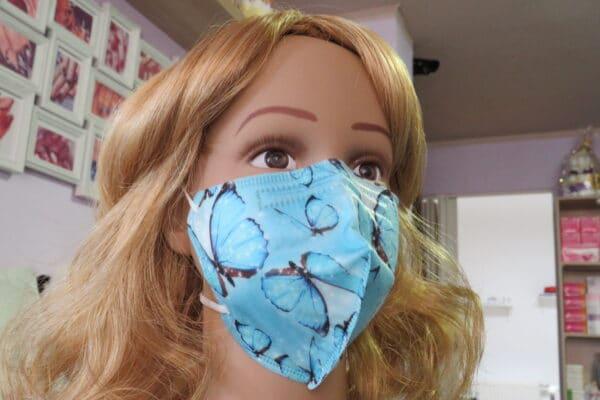 1x KN95 KINDER Maske, Design: blau/weiß Schmetterling, 5-Lagig 1